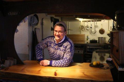 REDER: Eivind Austad eier og driver båten og rederiet MS «Bjørnvåg». Austad er kokk, og ønsker å tilby en helt spesiell matopplevelse om bord i den gamle skuta fra 1954. Originale, unike råvarer og fokus på historiefortelling og kulturformidling er viktige faktorer i restaurantbåtens konsept.