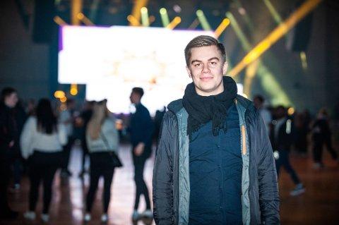 Stian Johansen på plass i Fløyahallen hvor Winterland arrangeres denne helgen. Foto: Markus Kristoffer Dreyer