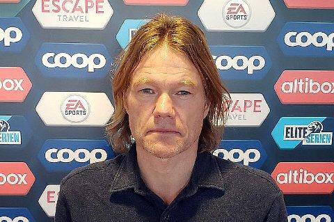 Narvikværingen Espen Olafsen er faglig leder ved Norsk Toppfotballsenter. Han mener Norge ikke gir godt nok tilbud til de største talentene, og at for mange barn spiller fotball i Norge i dag.