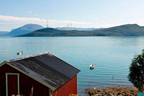 Slik så utbyggeren for seg at den planlagte vindmølleparken på Maurnes ville se ut. Illustrasjon: Vindkraft Nord