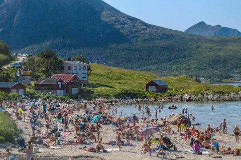 FOLKSOMT: Grøtfjorden er en populær plass, spesielt på varme sommerdager.