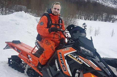 SKUTERENTUSIAST: Håkon Haug Enga (25) fra Nordkjosbotn etterlyser flere skuterløyper. Det vil redusere den ulvolige kjøringen, mener skuterentusiasten.
