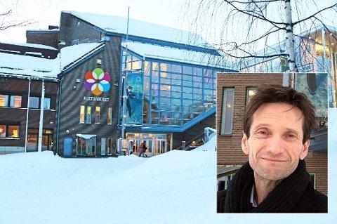 TYVERI: Kulturhuset ble torsdag utsatt for tyveri. Erik Smith Meyer lover kake dersom synderen melder seg.