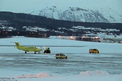 LANDET TRYGT: Dette bildet ble tatt like etter at flyet landet på Tromsø lufthavn mandag ettermiddag.