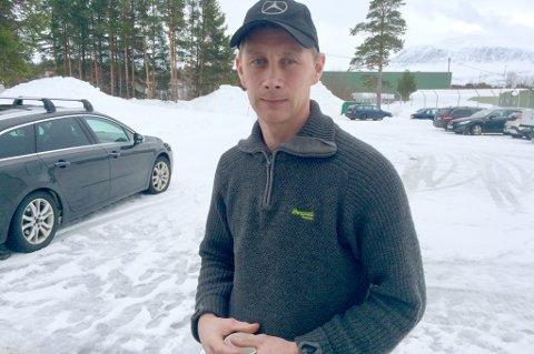 VENN: Sondre Lilleng (39) har kjent den omkomne skuterføreren gjennom oppveksten. Han beskriver skredområdet som et område folk har ansett som trygt for skred. - Det er en spesiell vinter i år, det går skred hvor det normalt ikke gjør det, sier han til Nordlys.