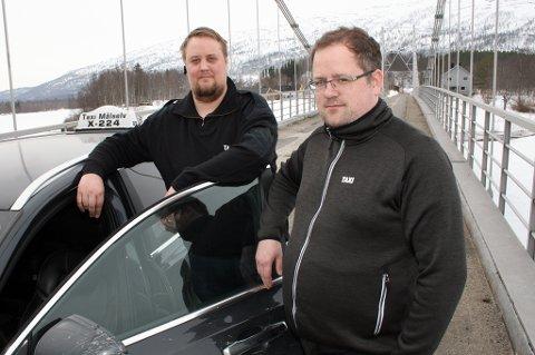 DROSJEMANGEL: Stian Pettersen (t.h.) og Bjørn Terje Ingdal i Taxi Målselv er snart de eneste som holder hjulene i gang.