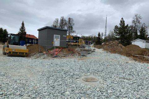 FORTSATT STENGT: Røstbakktoppen og Fagerlivegen er fortsatt stengt. Denne uka er asfalteringsarbeidet i gang.