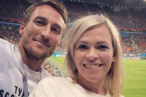 BLITT SAMMEN: NRKs VM-programleder Carina Olset er blitt kjæreste med fotballspilleren Tor Øyvind Hovda. Foto: Privat / NTB scanpix