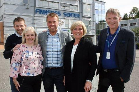 NY BANK: Sparebanken Narvik etablerer filial på Finnsnes. Forretningsutvikler Rune Mentzoni Olsen (t.v,), rådgivere Heidi Møller Pedersen, Gjermund Hol, Anita Heim og banksjef Elling Berntsen.