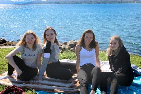 BEDRE I JUNI: Mia Gerhardsen, Julia Johnsen, Celina Malmo Robertsen og Elle Katrine Jensen. - Vi har ikke så store forhåpninger til sommeren, men vi har hørt at det skal bli godt vær siden mai var så dårlig!
