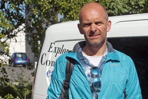OPPTATT OM SOMMEREN: Frank Ottar Pedersen driver med utleie av ombyggede biler. Om sommeren er ofte begge bilene reservert i lang tid.