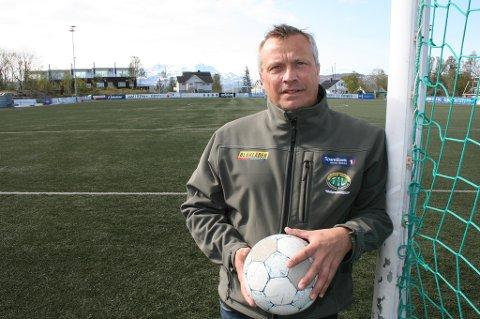 IKKE GREIT: Daglig leder i FIL Fotball, Øystein Elvevold, reagerer på at den kommunale garantistillelsen blir brukt som pressmiddel for å prute ned prisen på baneleia.