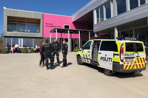 HAR KONTROLL: Politiet rykket ut til Breivang videregående skole etter melding om trusler mandag ettermiddag.