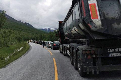 E6 STENGT: Det oppsto lange køer etter ulykken.