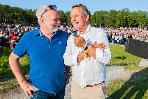 I BUKTA: Hans Petter Kvaal (til venstre) og Gunnar Wilhelmsen, ordførerkandidater for henholdsvis Høyre og Ap i Tromsø, tok seg tid til å diskutere jernbane med Nordlys under Buktafestivalen.