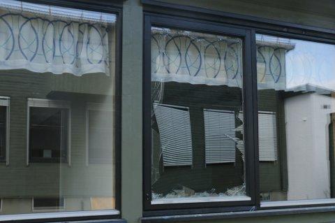 To vinduer ved Skibotn skole ble knust tidligere denne uken.