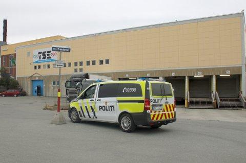 Politiet var på plass utenfor Tromsø Sport- og Eventsenter.