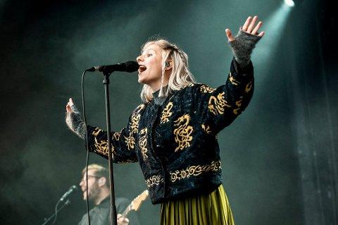 SYNGER PÅ FJELLHEISEN: Aurora Aksnes holder gratiskonsert på Fjellheisen under nattevandringen 31. august. Her fotografert under åpningen av Rakettnatt i 2016.