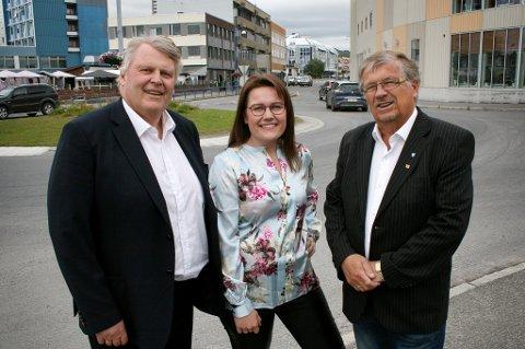 KrF går inn for Tromsbanen. Parlamentarisk leder Hans Fredrik Grøvan (t.v.), fylkesråd Ane-Marthe Sani og lokalpolitiker Per Inge Søreng på Finnsnes.