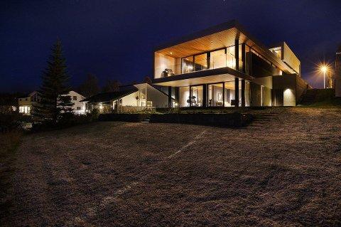 ARKITEKT-TEGNET: Villa Telegrafbukta er tegnet av den meget anerkjente arkitekten Tommie Wilhelmsen. Når den blir solgt, vil den knuse alle priserekorder i Tromsø. Foto: Sne