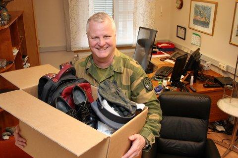 PAKKER: Stig Jonny Haugen rydder seg ut av sjefskontoret i Gumpen, og gleder seg til sin første jobb i det sivile.
