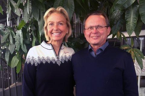 HARSTAD-MØTE: Idrettspresident Berit Kjøll og leder i Troms idrettskrets, Knut Bjørklund, møttes i Harstad i forbindelse med samlingen som Troms idrettskrets arrangerer for den nye toppledelsen i Norges idrettsforbund og alle idrettskretslederne i Norge denne helga.