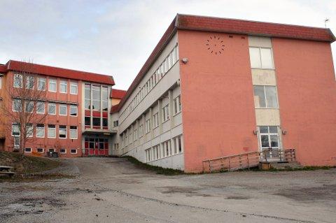 IKKE ATTRAKTIV: Gamle Finnsnes ungdomsskole ligger ute for salg, men ingen byr på den.