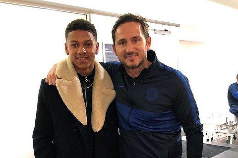 KLAR FOR GIGANT: Krokengutten Bryan Fiabema er klar for Chelsea og skrev under avtale med den engelske gigantklubben lørdag. Her med manager og tidligere storspiller Frank Lampard etter kampen mot Burnley.