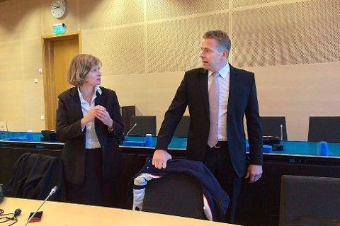 AKTOR: Statsadvokat Torstein Lindquister, her avbildet sammen med Siv Hallgren i forbindelse med en annen sak, var aktor i straffesaken mot 32-åringen.