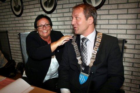 STATSRÅD: Tidligere Lenvik-ordfører Geir-Inge Sivertsen (H) ble fredag utnevnt som ny fiskeriminister. Her sammen med Margrethe Hagerupsen, tidligere rådmann i Lenvik.