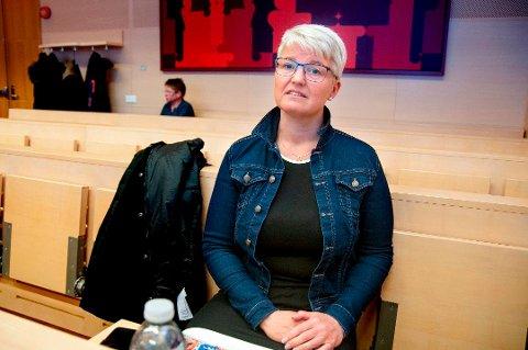 I RETTEN: Ramona Lind mistet sønnen Charlie i 2019. Bildet er fra Nord-Troms tingrett i mars samme år, i rettssaken mot den litauiske sjåføren som kom over i Charlies kjørefelt.