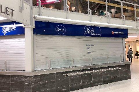 STENGT: Butikken Karls Delikatesser på Pyramiden kjøpesenter i Tromsdalen var onsdag stengt etter at det ble meldt oppbud.