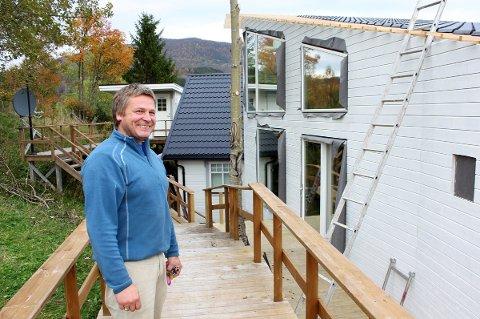 BYGGER: Da turistene ble borte bestemte Jan Eirik Langaune seg for å bygge ut reiselivsanlegget på Furøy i Sørreisa.