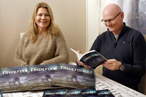 FORFATTERNE: Inger Hilde Berntsen og Arne Ivar Hanssen gir ut nordnorsk fantasy i bokform, og håper at Tindfolket også blir filmatisert.