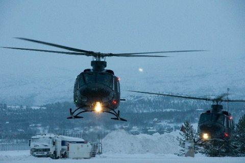BLIR I FINNMARK: Et av Forsvarets Bell-helikoptre vil fortsatt være stasjonert i Kirkenes.
