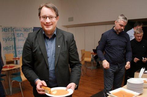 BLE SVIKTET: Kjell-Sverre Myrvoll (her fra en tidligere lunsj i kommunestyret) var ordførerkandidat for Sp, men ble sviktet av sin egen partifelle Rune Gabrielsen da det skulle stemmes. Det førte til at Gabrielsen ble ekskludert fra partiet.
