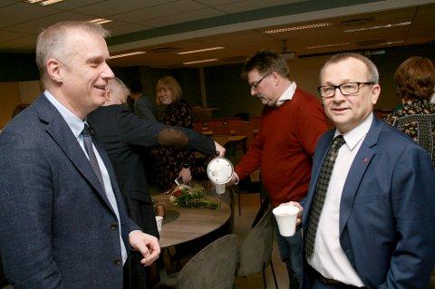 GIR ETTER: Senjaordfører Tom-Rune Eliseussen (t.v.) snur i saken om fordelig av kostnader i legevaktsamarbeidet, og kommer sørreisaordfører Jan-Eirik Nordahl i møte.