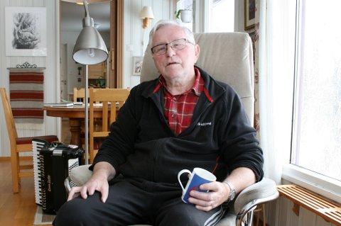 TUNGT: Erling Stangnes (78) vet ikke når han får besøke kona si på sykehjemmet igjen.