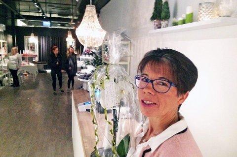 STENGER: Safir stenger ned på Jekta. Eier og daglig leder Bjørg Modell da butikken åpnet for seks år siden.