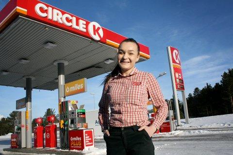 RAKETTKARRIERE: Eline Steinnes er 23 år og eier av egen bensinstasjon i Skibotn.