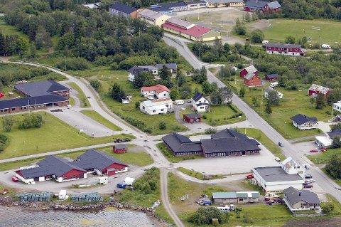 I SENTRUM: Lavangsheimen ligger sentralt på Tennevoll i Lavangen kommune.