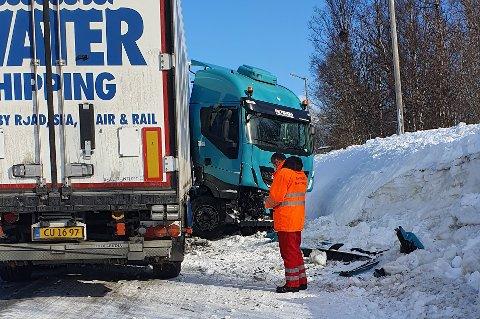 STENGT: Et vogntog sperrer E6 torsdag ettermiddag.