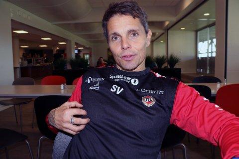 SPARKET: Det siste åretsom TIL-trener ble turbulent for Simo Valakari. Søndag endte det med at han ble sparket fra klubben.