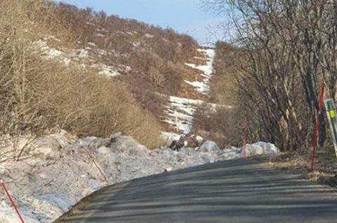 STENGT: Veien mellom Vasstrand og Tulleng er stengt lørdag.