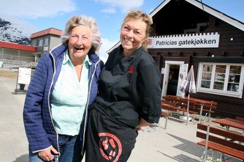 GØY PÅ LANDET: Her er selveste Patricia sammen med datteren Anne-Lise som driver det legendariske gatekjøkkenet i dag.