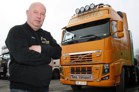 REAGERER: Daglig leder Amund Lyshaug i Sørreisa Kran og Transport AS slår på vegne av transportbransjen alarm om vintervedlikeholdet på veiene.