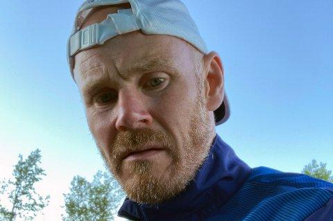 JERNMANN: 48-åringen Frode Wiggen gikk 23 timer og ti minutter i strekk opp alpinbakken i Sandviklia på Finnsnes i helgen. Han klarte over 8.850 høydemeter, noe som tilsvarer opp Mount Everest.