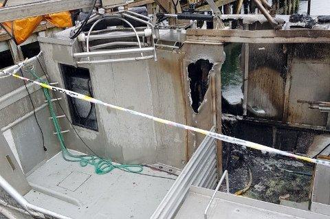SKADER: Sjarken fikk betydelige skader i brannen, særlig i nedgangen til maskinrommet og i maskinrommet.