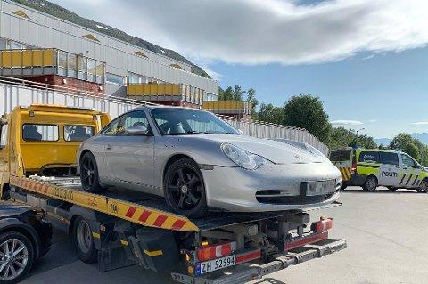 STJÅLET: Denne Porschen ble stjålet i Kroken i fjor sommer. Nå er en mann i 40-årene tiltalt for tyveriet.
