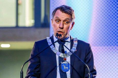 SINT PÅ PARTIET: Ordfører Gunnar Wilhelmsen får sterk kritikk etter at han skal ha skjelt ut partifeller på et internt møte i mai i år. Utskjellingen kom etter at partiet hadde stemt nei til de foreslåtte planenen for et Arctic Center på Kvaløya, der han selv er medeier.
